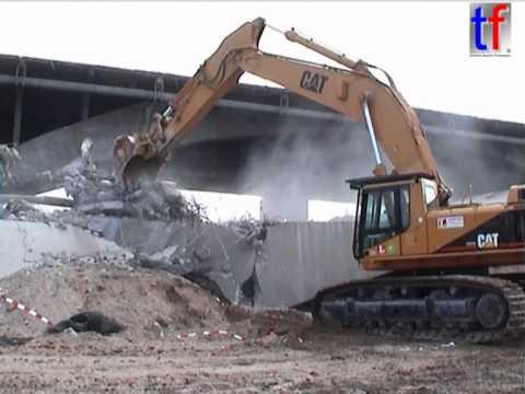**TERMINATOR** CAT 375L Destroy A Bridge / Abbruch Neckarbrücke A 6 Mannheim, Germany, 29.02.2004.