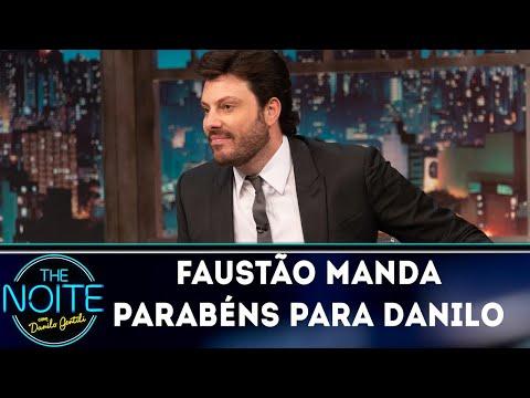 Faustão manda Feliz Aniversário para Danilo | The Noite (04/10/18)