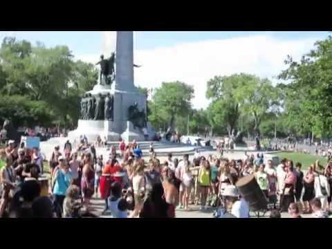 Parc du Mount Royal, Montreal - Drumming and Dancing.