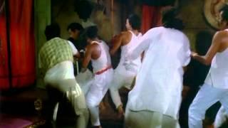 Naya Din Nai Raat - Sanjeev Kumar - Jaya Bhaduri - Thrashing Of A Lifetime - Superhit Action Scene