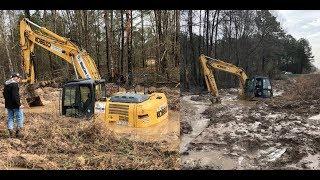 Gambar cover Excavator Rental Disaster Swamp Trackhoe Accident Water Buried Mud