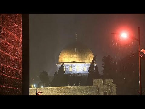 شاهد: زهرة المدائن في رداء أبيض وأمطار وأمواج ضخمة تضرب غزة…  - نشر قبل 3 ساعة