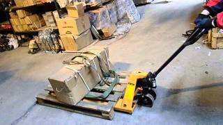видео Как пользоваться гидравлической тележкой