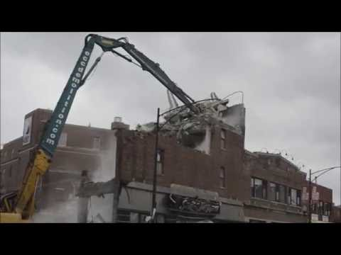 Komatsu Excavators Demolishing Building in Wrigleyville [8/25/2016]