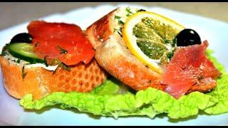 Праздничные бутерброды на скорую руку!! С красной рыбой, лимоном и маслинами!!