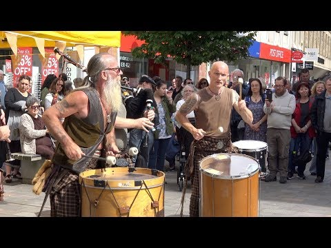 Clanadonia, Scottish tribal pipes & drums playing Jigs live in Perth City Centre, Scotland, Aug 2017