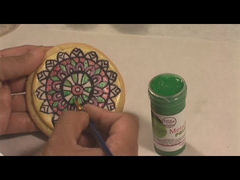 Using Petal Crafts Edible Metallic Paint