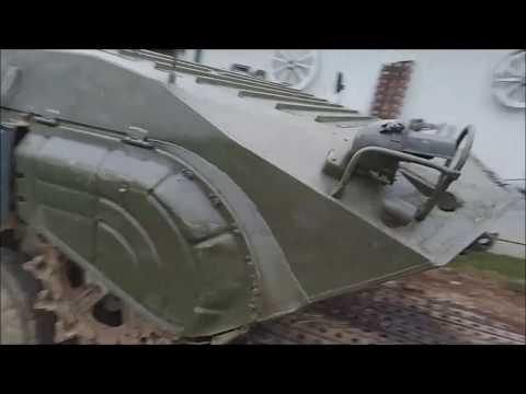БМП -1  Моторно-трансмиссионное отделение.