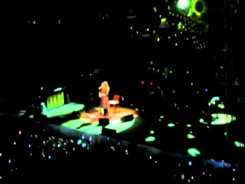Adele - Tribute to Amy Winehouse - Make You Feel My Love