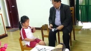GS Trần Quang Hải dạy trẻ em đánh muỗng-trường mầm non Hoa Hồng Đỏ