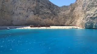 Pe plaja din Navagio- Insula Zakynthos