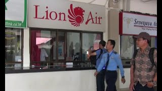 Download Video Pesawat Lion Air Tabrak Tiang, Jadwal Penerbangan Molor MP3 3GP MP4