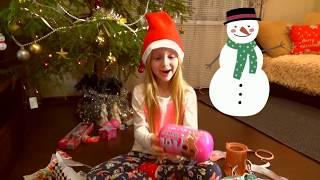 Які ПОДАРУНКИ у Даші Під Ялинкою на Новий Рік 2019/Скільки подарунків приніс Дід Мороз//Dasha Fox/