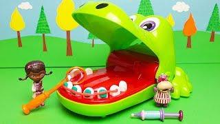 La Dottoressa Peluche cura i denti di Cocco Dentista [Storia con Giocattoli]