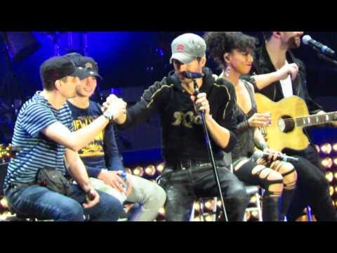 Enrique Iglesias with bulgarian fans Ivan & Hristo on the stage - Amazing! Sofia Bulgaria