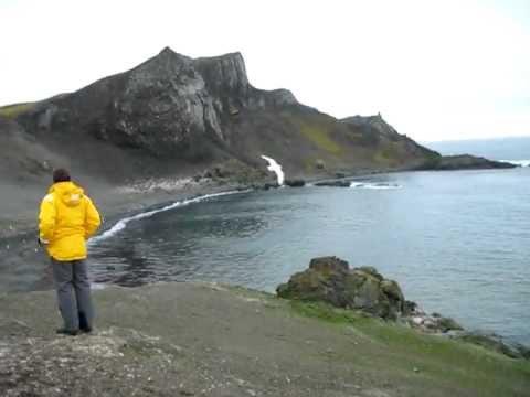 Antarctic offshore island (Aitcho)