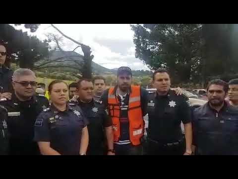 Policía Federal ayudando a que la ayuda llegue.
