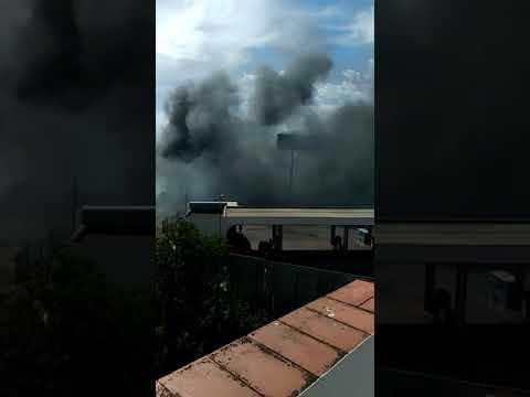 Incendio en la Avenida Mar Mediterráneo