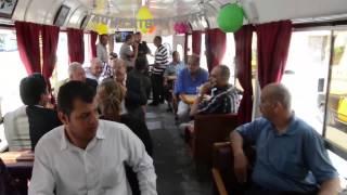 فيديو- عربات سياحية بموسيقى عسكرية وكافيتريا متنقلة..آخر صيحات ترام الإسكندرية
