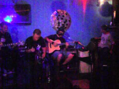 Crimson House Blues strutting with Arno Vadechi on banjo.....