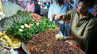 Pakistani Street Food in Karachi | People are Crazy for KALA CHANA | Masala Cholay