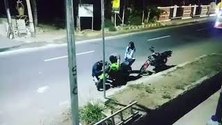 Download Video Ketika ninja R di tikung truk cabe canter kumbung balap-korban janji MP3 3GP MP4