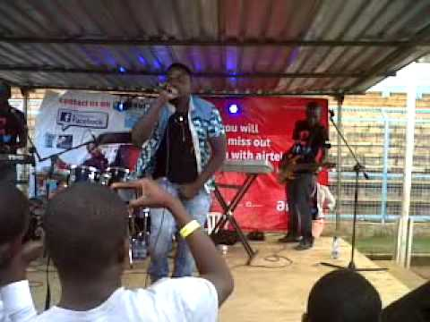 Gwamba live on stage