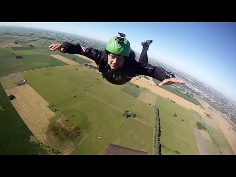 Friday Freakout: Skydivers FORGET To Pull Parachute, Saved B