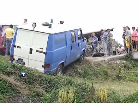 Malinari probili jednu blokadu, policijski kombi gurnuli u Rzav
