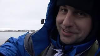 Зимняя рыбалка в Белоруссии гребной канал Крупный лещ Часть 1