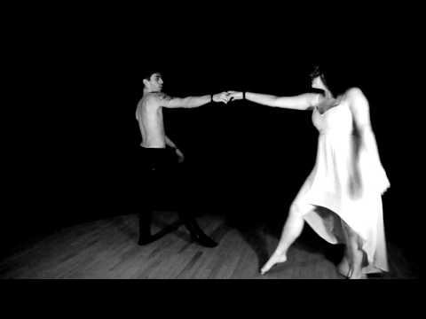 Des-attraction de Mathilde Cousin par Laurie Baur et Matthieu Tichoux (danse contemporaine)