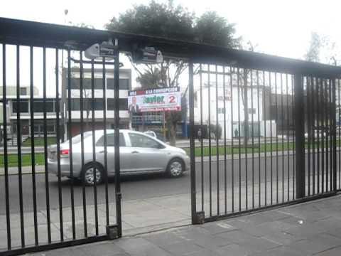 Puerta corrediza a control remoto ceycor avi youtube for Puertas corredizas de metal