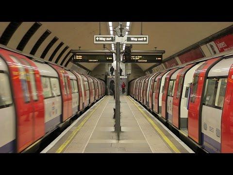 London Underground: Narrow Platform at Clapham North Station