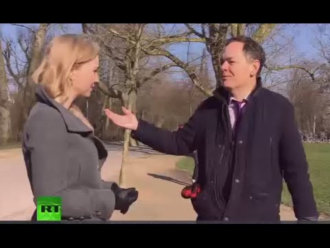 Keiser Report: War on Cash (Episode 878)