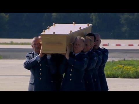 MH17 victims' bodies arrive in Netherlands