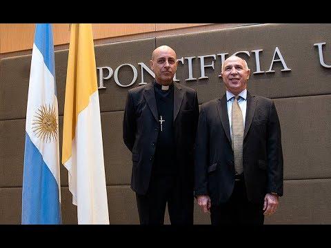 Lorenzetti dio una conferencia en la Pontificia Universidad Católica Argentina sobre el derecho ambiental argentino en el marco de la encíclica Laudato si
