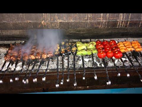 Как Узбекистанцы делают вкусный и сочный шашлык из говяжьей печени! Узбекистан!