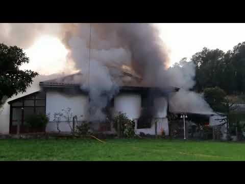 Extinguen un incendio en una casa de la parroquia estradense de Berres