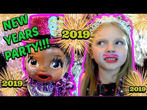 BABY ALIVE has a NEW YEARS PARTY! The Lilly and Mommy Show! The TOYTASTIC Sisters. FUNNY SKIT