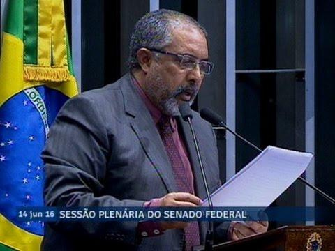 Paulo Paim registra documento em defesa do Direito do Trabalho e da Justiça do Trabalho no Brasil