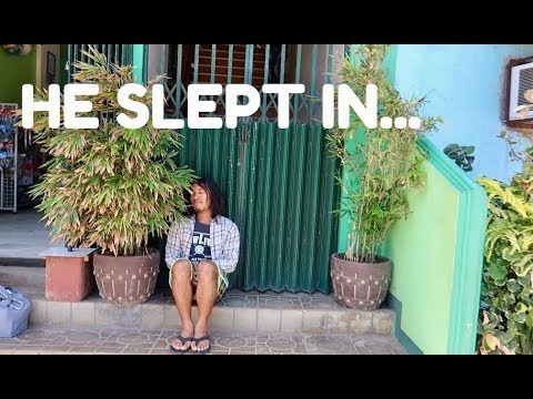 FILIPINO FRIEND LOCKED OUT IN THE PHILIPPINES (Palawan Islands)