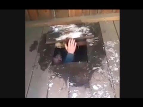 Приятности через дырочку в туалете