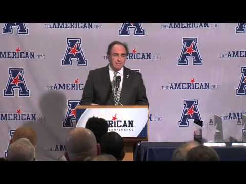 Watch: @tumbbhoops Fran Dunphy delivers inspiring speech while accepting Coach of the Year Award