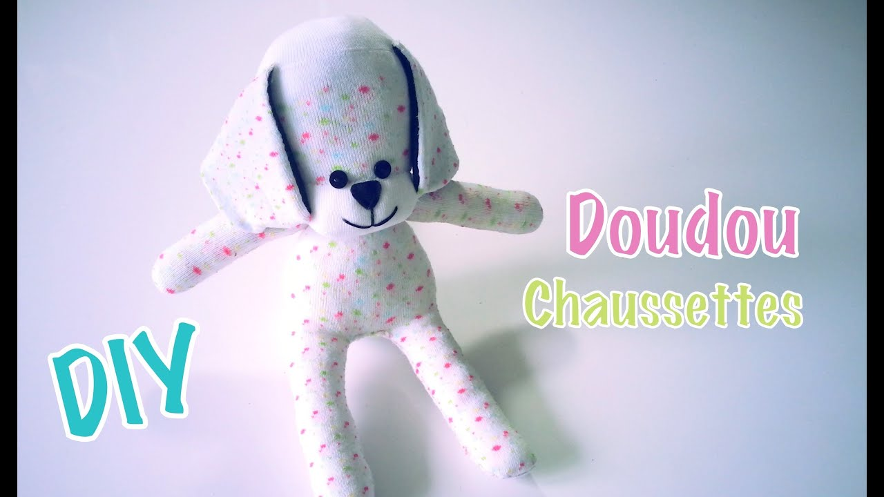 diy doudou peluche chien avec une paire de chaussettes doovi. Black Bedroom Furniture Sets. Home Design Ideas