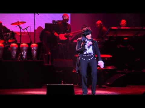 "Vickie Winans Performs ""Long as I Got King Jesus"" at Apollo"