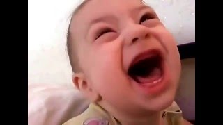 Младенец говорит матом в пять месяцев. Прикол с малышом смотреть всем!!! Ржачное видео про ребенка.(Смотреть Всем!!! Приколы с детьми!!! Малыш, так хотел увидеть маму с папой, что аж даже нечаянно матерился...., 2016-03-21T19:50:37.000Z)