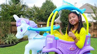 ¡Wendy Juega con Carruaje de Princesa con Unicornio! Kids Pretend Play