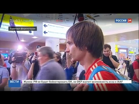 Футболисты сборной России вернулись в Москву