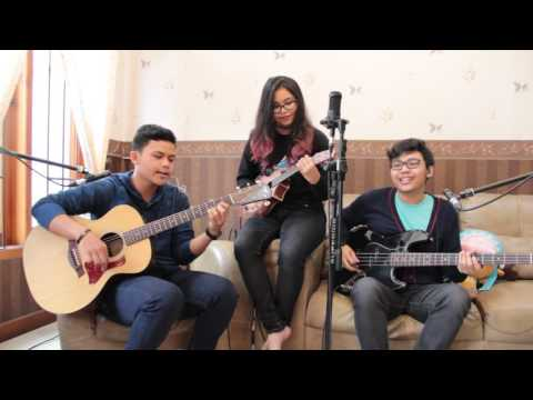 Take on Me (a-ha) - acoustic cover (guitar - ukulele - bass) by Adrian-Karina-Victorio