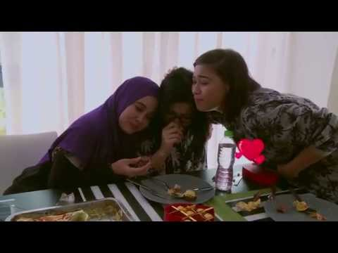 PM Kata Duduk Rumah! Emma Maembong, Che Ta 'Jual' Foto Peluk Laki Buat Ramai Sakit Mata from YouTube · Duration:  1 minutes 40 seconds